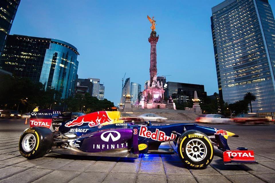 Checo Pérez Red Bull Show Run